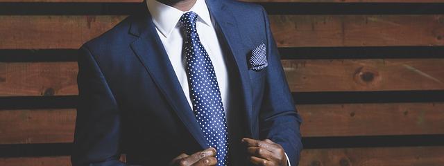 společenský oblek muže