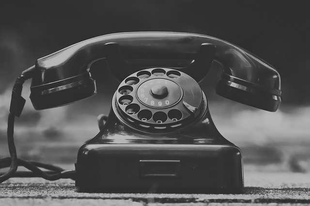 zastaralý telefon